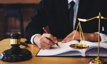 Look At These Noticeable Benefits Of Hiring Bankruptcy Lawyer